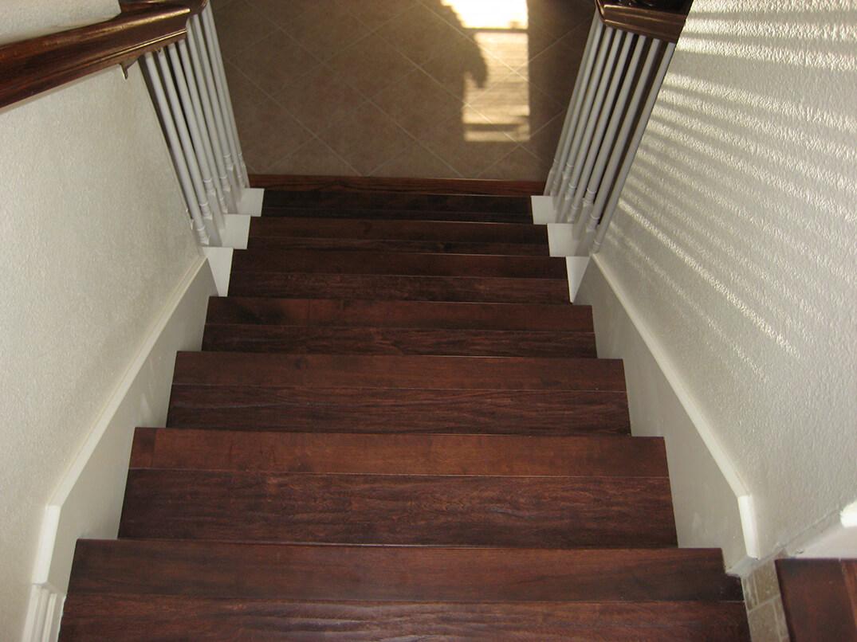 Stairsabovelookingatstep